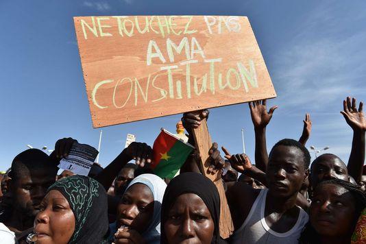 les-burkinabes-mobilises-contre-un-coup-d-etat-constitutionnel-210402